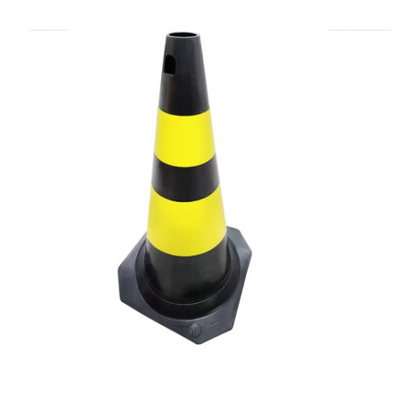 Cone PVC rígido PLT preto e amarelo 75cm para sinalização e segurança - Plastcor